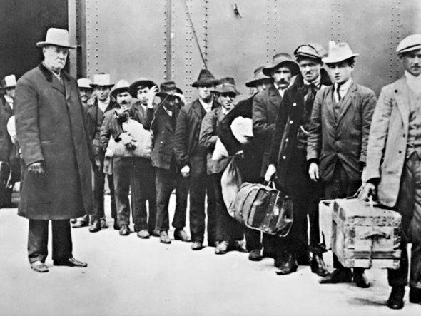 """Los EEUU es una nación fuerte porque se formó con emigrantes, pero ahora resulta que """"la vaca se olvida de cuando era ternera""""."""