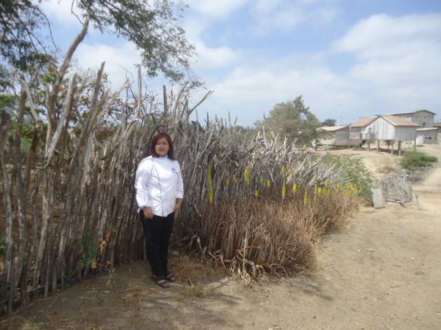 la Chef Teresita Lavayen investigando los saberes culinarios ancestrales de la comuna Río Verde